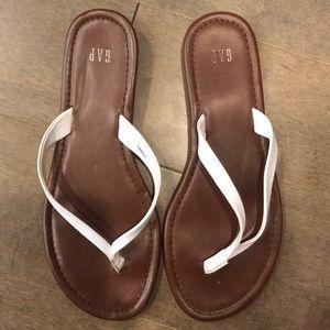 Gap white flip flops